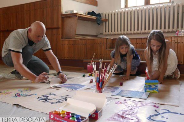Konrad pomaga rysować
