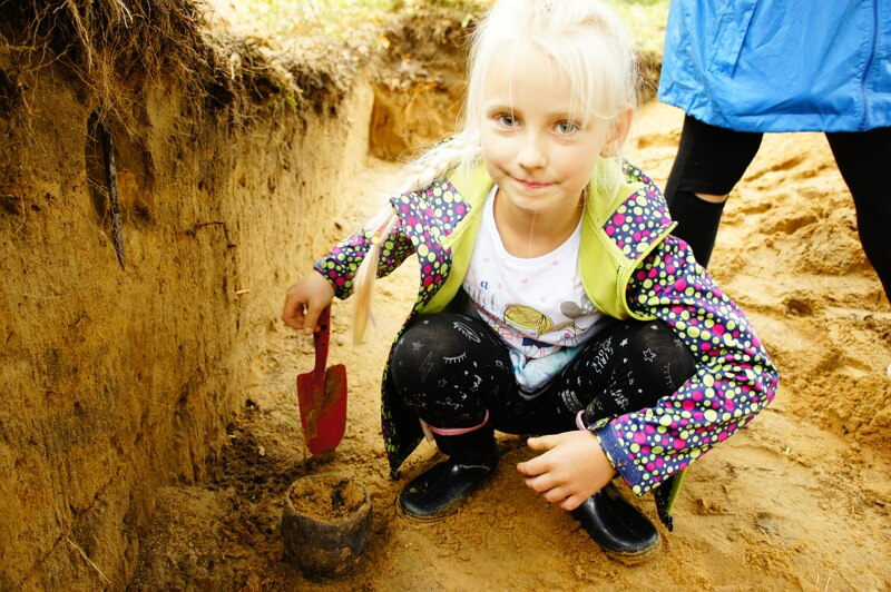 """""""Wakacje z archeologią"""" w SP w Nawiadach (2018)"""