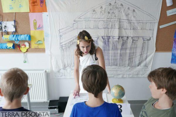 Katarzyna naucza o bóstwach w starożytności