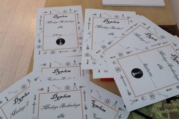 dyplomy dla uczestników warsztatów z Fundacją Ocalenie
